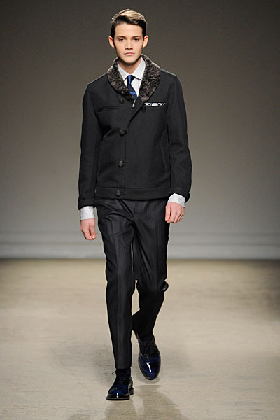 2010 Fall Fashion Week on Chic Style To Dress Italian  Paris Fashion Week   Dunhill Fall 2010